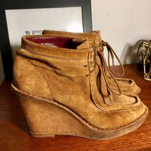 MARC by Marc Jacobs Tan Suede Wedges Size 9